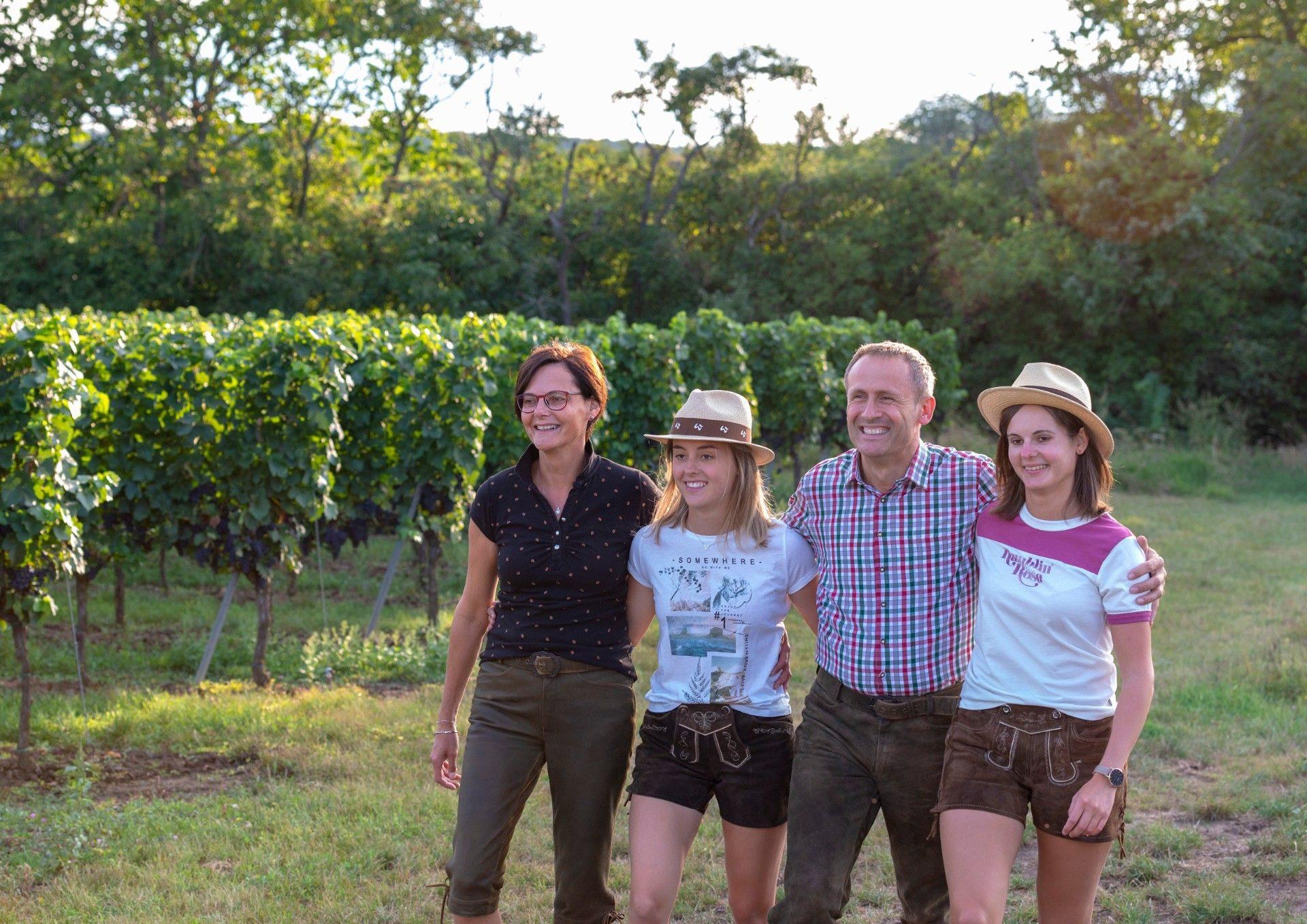 Familie Hummel im Weingarten